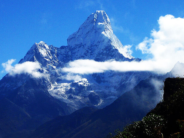 El imponente perfil del Ama Dablan, una de las montañas más deseadas del Himalaya