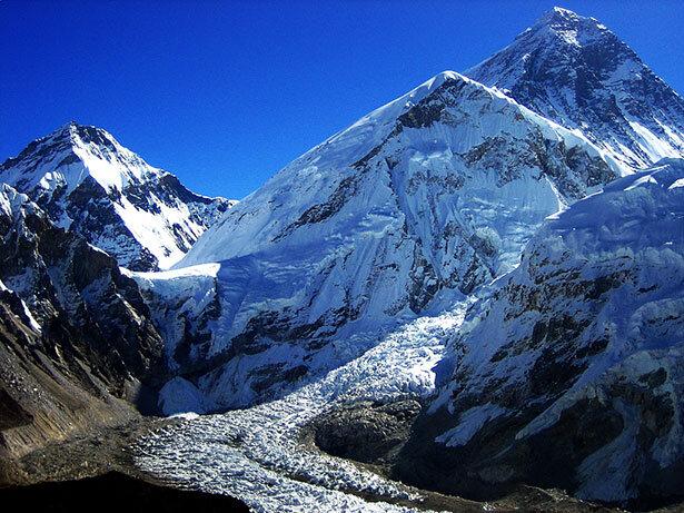 El glaciar y el Everest, la montaña más alta del mundo