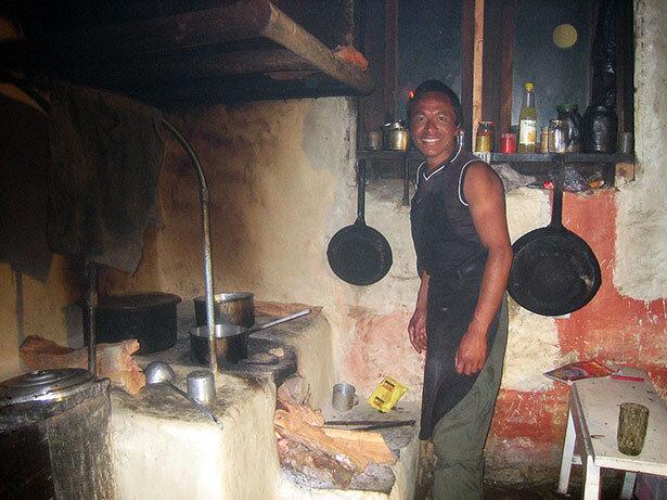 Mi gran amigo Hira en Sete preparando un delicioso dalbhat