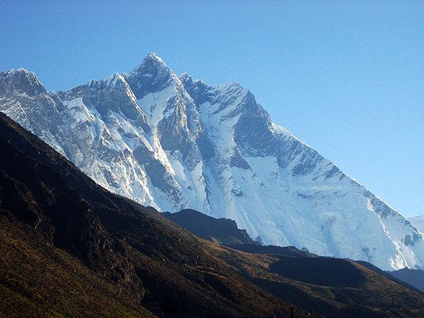El Lhotse, la cuarta montaña más alta del mundo, al amanecer desde Dingboche