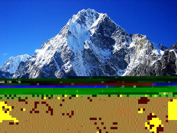 Montañas frente a Dzonglha