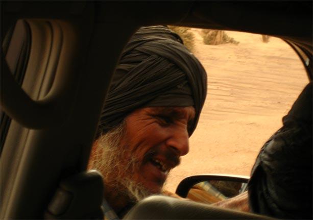 nomada-camellos-desierto