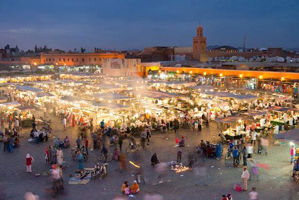 Vistas a la plaza de Djemaa el-Fna al atardecer