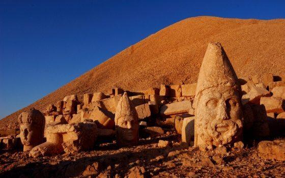 Las ruinas de Nemrut en Turquía