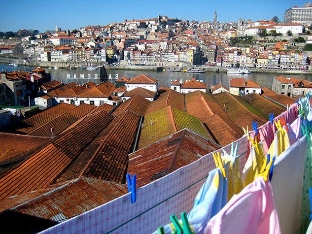 Vistas a Oporto tras las bodegas de vino