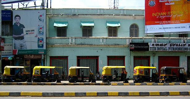 Ristra de rickshaws en Bangalore