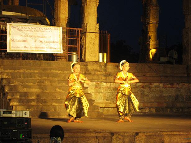 Espectáculo de danza y música al atardecer en Thanjavur