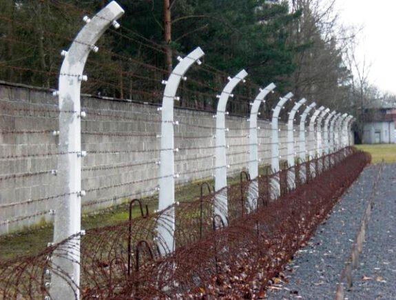 Las alambradas en el campo de concentración de Sachsenhausen