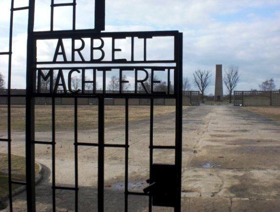 Puerta principal de entrada al campo de concentración de Sachsenhausen