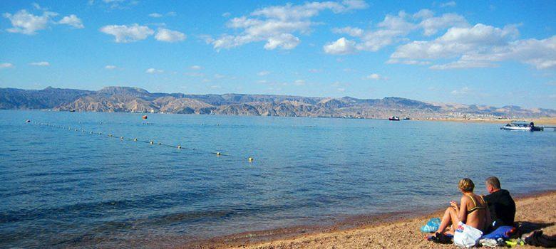 Las tranquilas aguas del mar rojo en Aqaba