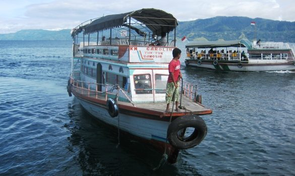 barco_danau_toba