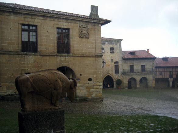 santillana-mar-plaza-mayor