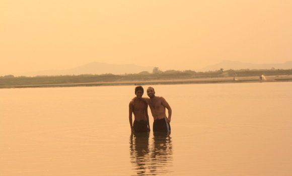 Con Sooleuy en las aguas del río
