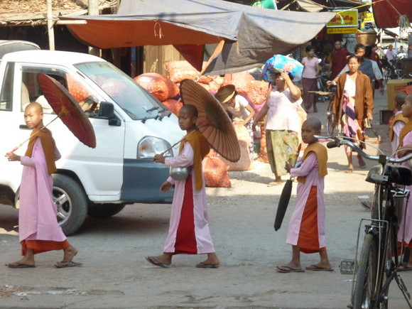 Monjas budistas en Mandalay