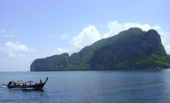Barca en Koh Mook