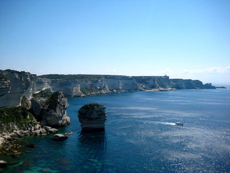 Cruzando los acantilados de Bonifacio en Córcega con el ferry