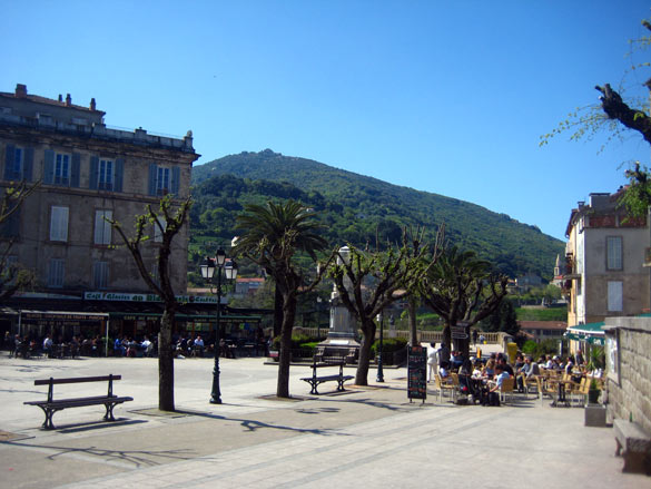 sartene_plaza_porta_corcega