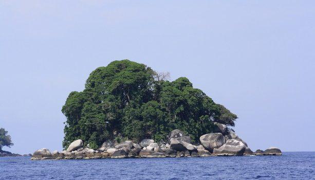 La Isla de Renggis en la costa de la Isla de Tioman