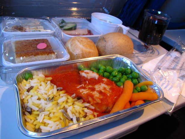 Uzbekistán Airways, pollo con tomate