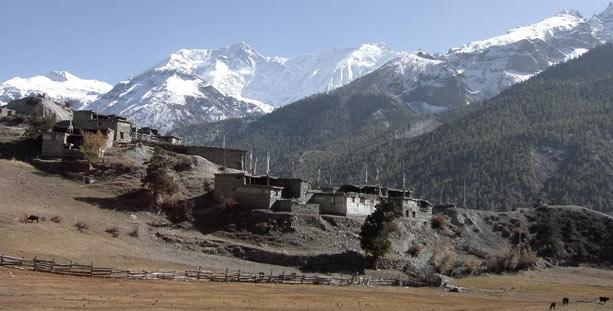 Cordilleras nevadas cerca de Manang en el Annapurna