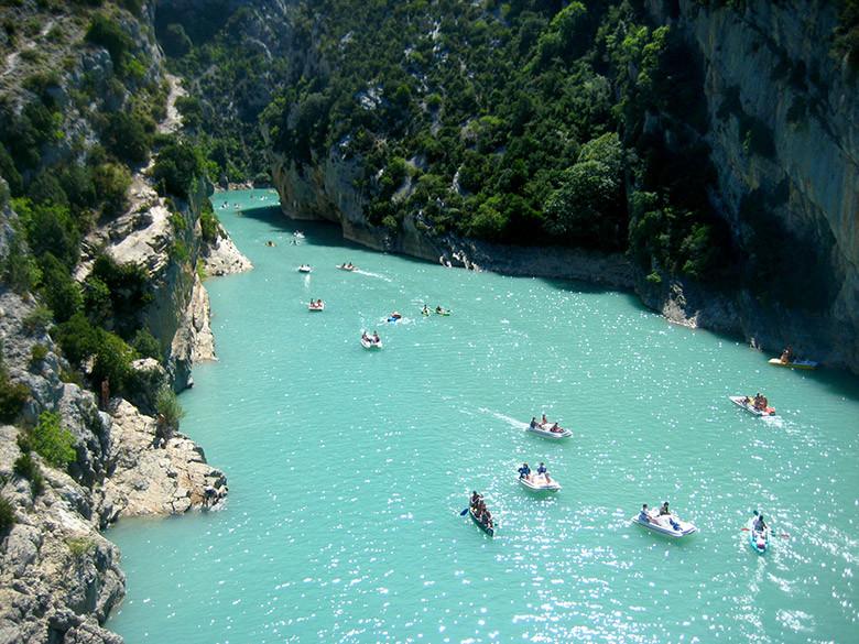 El el Parque Natural de Verdon se pueden practicar múltiples deportes de agua durante el verano