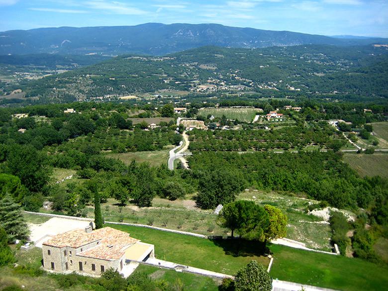 Vistas a la Provenza desde el pequeño pueblo de Saignon