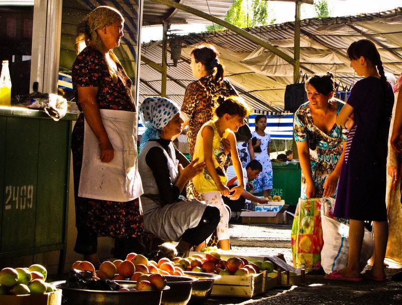 Mercado en Chorsu Bazaar en Tashkent