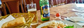 Comida en el Feruza Cafe de Tashkent