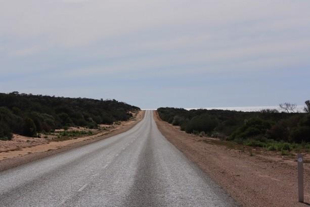 ¿Carretera o avión?. Australia es más bella a ras de suelo pero más barata volando.