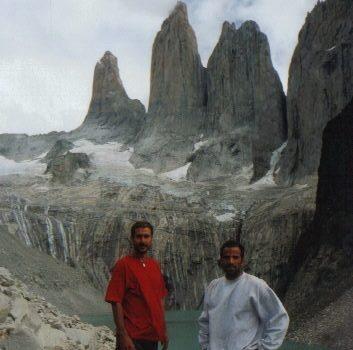 El último día de Trekking llegamos al famoso mirador de las Torres del Paine realmente cansados. Pero yo tenía pelo!