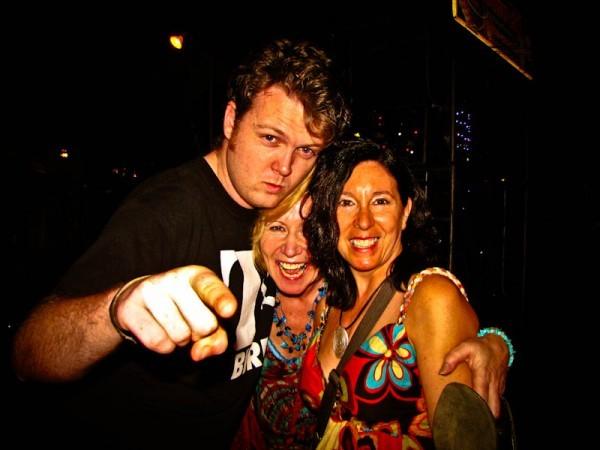 Enid, Jenny y un espontáneo irlandés