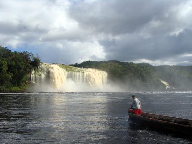 lago-canaima-hacha