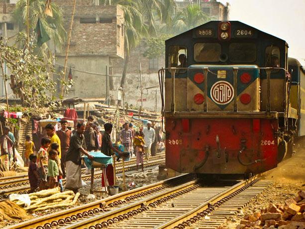 dhaka-tren-bangladesh