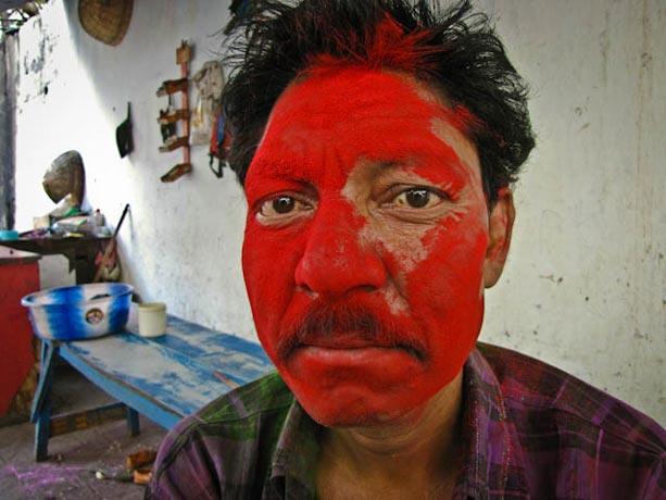 Rostro-pintado-en-la-Fiesta-de-Holi-en-Calcuta