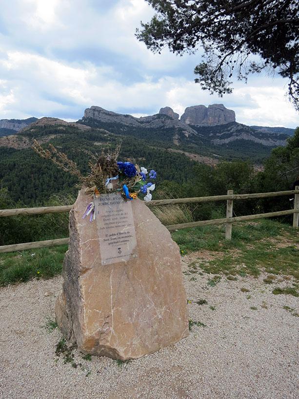 monument_bombers_horta_sant_joan