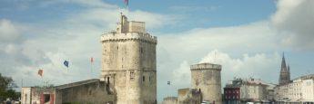 Las imponentes Torre de San Nicolás y La Cadena en La Rochelle.