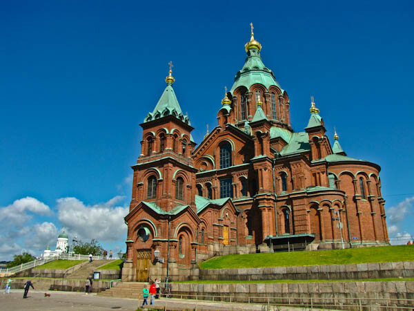 Catedral Uspensky y Tuomiokirkko al fondo en Helsinki