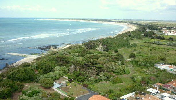 Vista de la costa de Isla de Ré desde el Faro de las Ballenas.