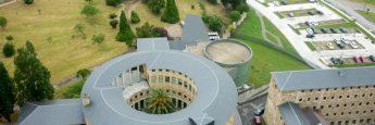 El edificio circular es el convento de las hermanas Clarisas. Parece raro que sólo vivieran 23 monjas en algo tan grande.