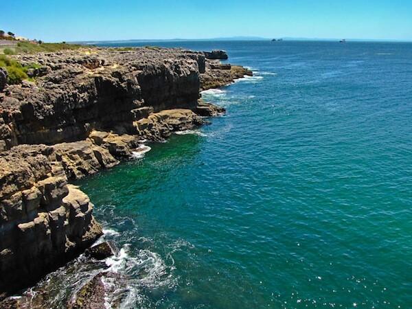 Acantilado junto a Boca do Inferno en Cascais, Costa de Estoril