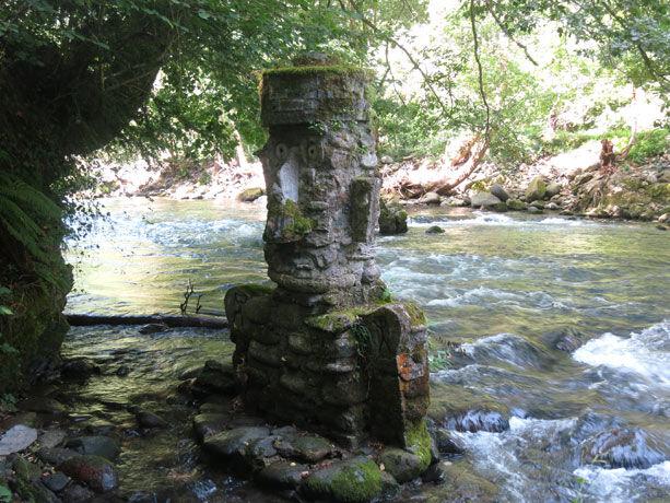 estatua-jardin-piedra