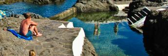 Piscinas marinas naturales en el puerto de Garachico en Tenerife