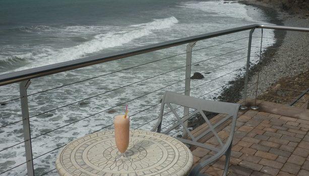 Un zumo de frutas en una terraza que dé al mar es uno de los grandes placeres a disfrutar en Gran Canaria