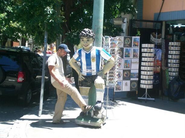 Willem Dafoe no es el único famoso que puedes encontrar en Buenos Aires. Aquí Maradona en la Boca. Pero éste no me hablaba