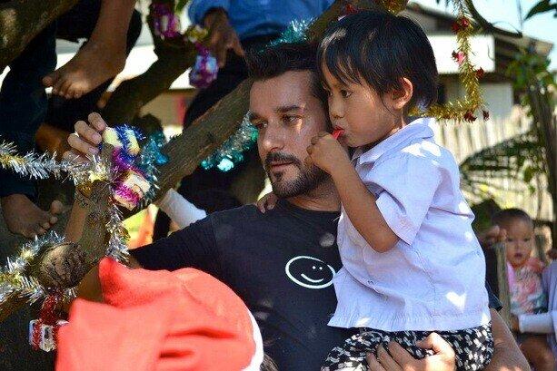Marc ha fundado, junto con amigos, Colabora Birmania, ayudando a muchos niños birmanos de las familias desplazadas.