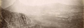 Esta foto tomada en 1885 muestra las vistas desde la mítica colina Lions Head, en Ciudad del Cabo
