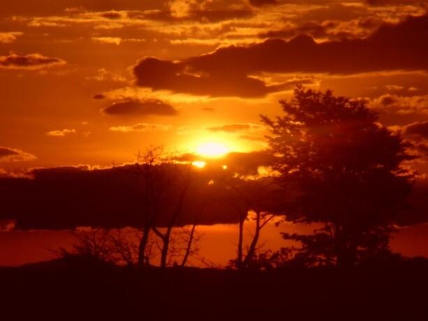 Atardecer africano en el campamento de Liwonde en Malawi