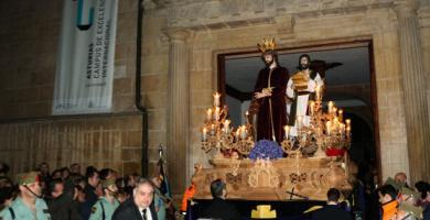 Procesión de la Hermandad de Estudiantes Oviedo