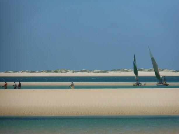 Pescadores en las espectaculares aguas alrededor de la isla de Bazaruto, Mozambique