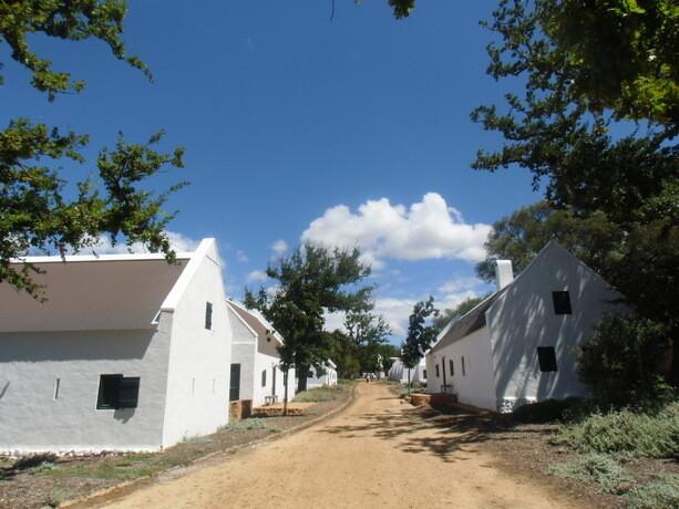 Los edificios que albergan las suites imitan a las granjas holandesas del XVIII